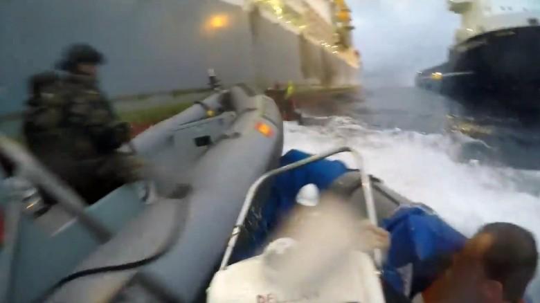 Unfassbar: Spanische Marine rammt Greenpeace-Boote mehrfach und verletzt Aktivistin schwer
