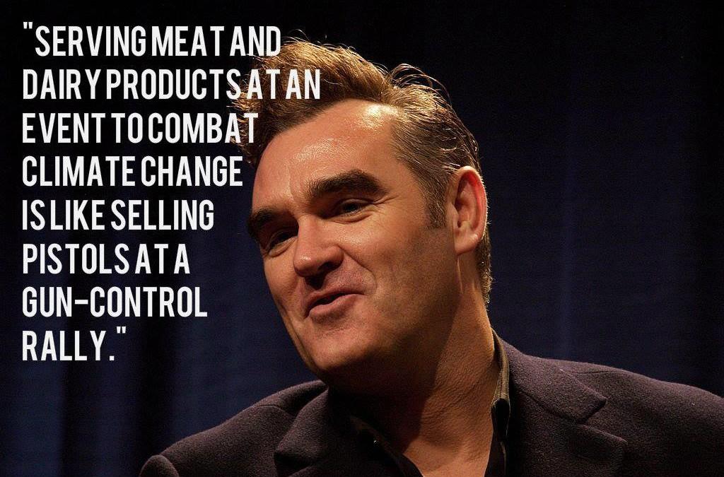 """""""Fleisch und Milchprodukte auf einer Veranstaltung zur Bekämpfung des Klimawandels zu servieren ist so, als ob man Pistolen auf einer Kundgebung für die Reglementierung von Waffenbesitz verkauft."""" – Steven Patrick Morrissey"""