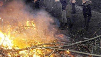Petition gegen absurde Tradition – brennende Kaninchen krochen aus Osterfeuer in Dortmund