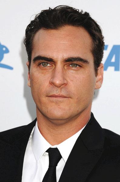 Schauspieler Joaquin Phoenix berichtet, wie Hunde zu Leder verarbeitet werden