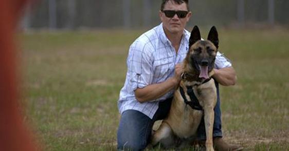 Soldat adoptiert Hund, der ihm das Leben rettete