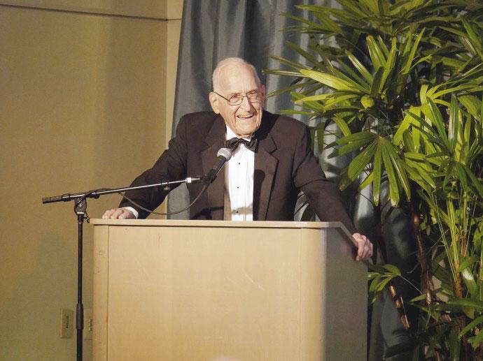 Veganer Dr. Ellsworth Wareham wurde 100 Jahre